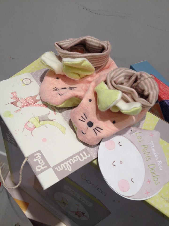 Le scarpine per i neonati in libreria