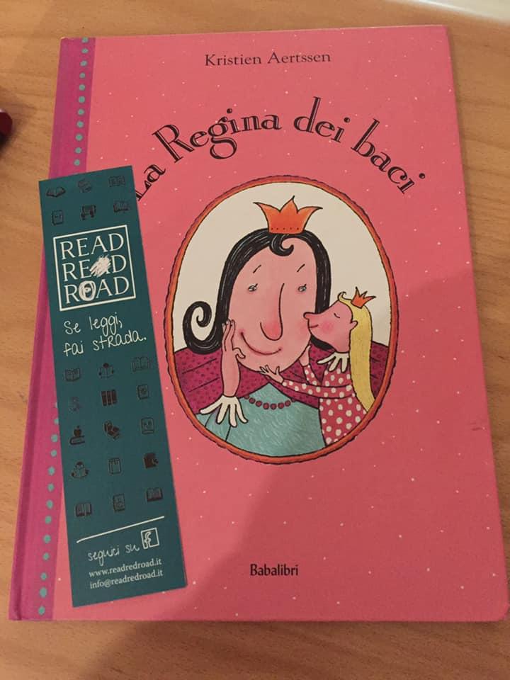 copertina del libro la regina dei baci babalibri editore